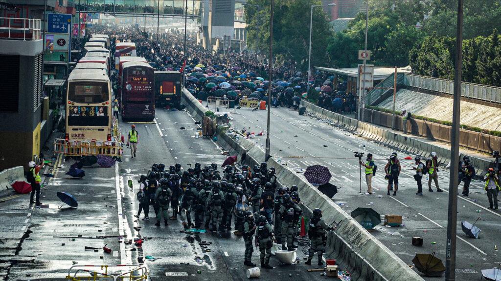 "Filmo  ""Honkongo protestai"" stop kadras."
