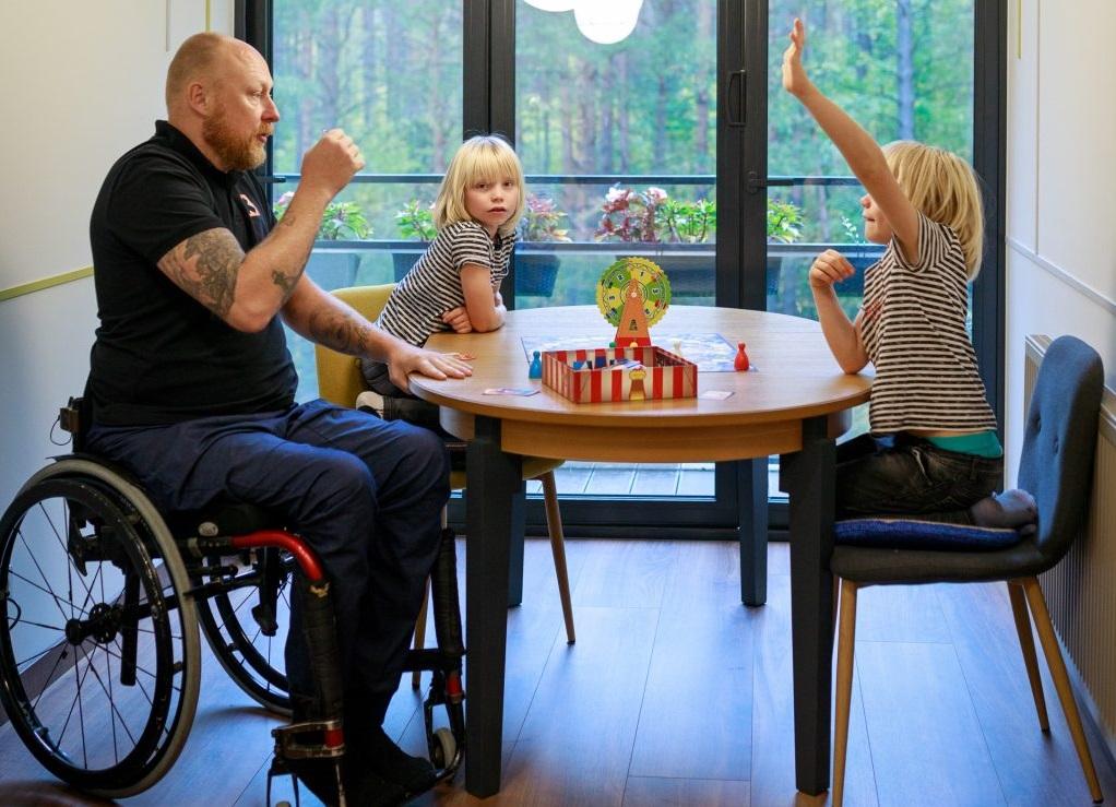 Tėtis Tomas kartu su savo vaikais, daugiaubalanso.lt nuotr.